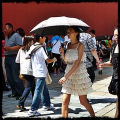 In The Forbidden City (Sinaloa237) Tags: china travel girl umbrella cit beijing forbiddencity chine interdite pixlromatic