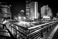 amazed by the light (Rob-Shanghai) Tags: mono shanghai city cityscape china bridge traffic watching couple cars light stream leica m240 cv12mm wide night