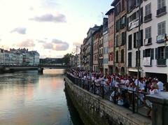Ftes de Bayonne (mrjcrr) Tags: bayonne fete festival fetesdebayonne vue sunset sun nive pont bridge girl rouge red white blanc sudouest paysbasque france