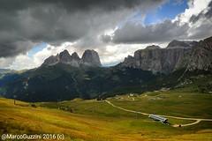 Il tempo cambia - #sassolungo  #dolomiti #sella #ferragosto (Marco Guzzini) Tags: ferragosto dolomiti sassolungo sella