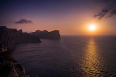 Atardecer en Formentor (rodrigomezs) Tags: mallorca cala playa mar mediterraneo azul turquesa escapada vacaciones best mejor verano formentor acantilados atardecer naranja chill