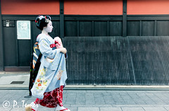 Passing Through (Sol y Luz Photography (aka love_2_see_the_world)) Tags: japan kyoto gion teahouse streetphotography geisha maiko ochaya ichirikichaya