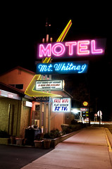 Mt. Whitney Motel (Curtis Gregory Perry) Tags: california light signs luz pool sign pine night swimming licht us highway colorful long exposure neon rooms glow quiet mt flat state bright lumire free motel screen off aviso mount route sidewalk whitney wifi lone tvs federal 32 luce muestra available signe sinal inroom televisions 395  zeichen  non segno nen spas      teken