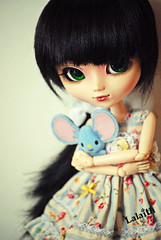 So sweet, so beautiful... (_Lalaith_) Tags: blue black flower green mouse doll dress sweet foil chips plush melody lolita wig bow pullip blanche stripped coolcat cct lalaith genbu rewigged hisui rechipped