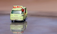 Milk&Ladybug (KivetOnRock) Tags: reflection car composition bug miniature milk tube ladybug extension 135 ef tkk asetelma leppkerttu f2l miniatyyri canoneos7d kivetonrock maitoauto