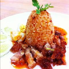 """รูปแบบการจัดจาน """"ข้าวหมูกรอบ"""" สำหรับงานออกร้านและจัดเลี้ยง #JM #เพชรบุรี #JMcuisine"""