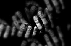 La fugaz inmensidad se derrite en estos dedos tristes... (conejo721*) Tags: argentina del mar amor manos plata dedos palabras poesa poema sentimientos conejo721