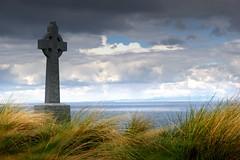 aran islands (occhiobliquo) Tags: ocean ireland sea cemetery island cross north celtic aran lanscape topshots worldwidelandscapes panoramafotogrfico theoriginalgoldseal flickrsportal