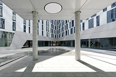 Innenhof Emporio Quartier, Scandic Hotel (axelschmies photography) Tags: urban building tower architecture modern facade skyscraper outside design exterior outdoor contemporary hamburg haus highrise architektur bauwerk bro gebude fassade hochhaus quartier emporio viertel saniert aussenaufnahme immobilie drausen modernisiert