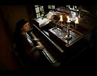 « Je me suis habitué à la mort : un pianiste est un homme déguisé en croque-mort, avec en face de lui, constamment, son piano qui ressemble à un corbillard. »