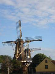 standing in line... (Jensje) Tags: blue 2 two sky windmill rotterdam thenetherlands molen twee karotten kralingseplas plaszoom