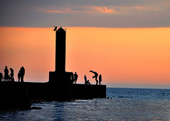 Summer fun at sunset (Katy Silberger) Tags: sunset summer lighthouse water silhouette abigfave colorphotoaward nikond90 onekamami
