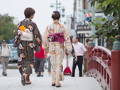 (kasa51) Tags: street city people japan women shrine kamakura olympus yukata omd    summerkimono em5 mzuikodigitaled75mmf18