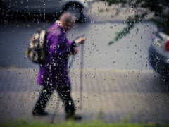 walk | 366/198 (angsthase.) Tags: street people green wet rain germany deutschland dof purple bokeh streetlife nrw grn dailylife monday ruhrgebiet dortmund regen 2012 montag ruhrpott 366 mft project365 micro43 olympuspenepl1 olympusm45mmf18