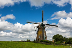 Googermolen (1717), Roelofarendsveen (BraCom (Bram)) Tags: holland mill clouds nederland thenetherlands wolken historical molen windmolen zuidholland historisch windmil poldermill roelofarendsveen 1717 poldermolen grondzeiler rondestenenmolen bracom googermolen rm7130