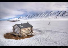 The sauna at Mushamna hunting station - Svalbard (vegarste) Tags: mountain snow station norway clouds landscape norge hunting norwegen svalbard arctic barren hdr spitsbergen sauna skyer fjell snø landskap 3xp arktis tonemapping 3exp mushamna woodfjorden fangststasjon karrig