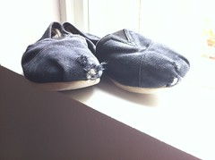 Toms shoes at a friend's house (senzuri) Tags: shoes toes hole rip torn toms trashed wellworn tomsshoes
