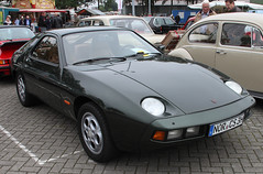 928 (The Rubberbandman) Tags: wiesmoor porsche 928 front engine sport sports car coupe coup exclusive expensive ferry german modern stuttgart super vehicle fahrzeug auto germany old classic vintage