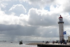 DSC_9589 (AperturePaul) Tags: hellevoetsluis netherlands nikon d600 50mm southholland lighthouse coast clouds