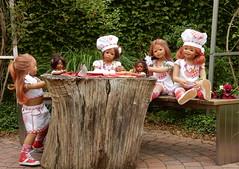 Der Kochgarten der Kindergartenkinder ... (Kindergartenkinder) Tags: dolls himstedt annette kindergartenkinder essen park gruga garten kind personen annemoni sanrike milina tivi kochen leleti