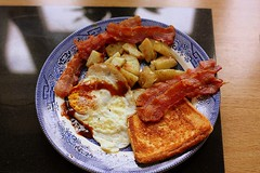 Saturday morning Fry up (Chris Baines) Tags: breakfast bucklesham bacon egg fried bread hash browns