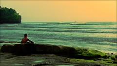 L'observateur (Pimenthe) Tags: landscape dream breathtaking island sun sunny wave beach bali asia travel away world rock stone shore color colour colorful colors colourful colours blue green orange cross process processing boat grain 169 sea big waves break reef