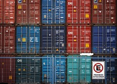 Containers (Tato C) Tags: blue red verde green sign matrix azul port fence tile puerto rojo pattern mosaico row stack container column shipping rgb fila contenedor matriz columna pila seal patrn cerco