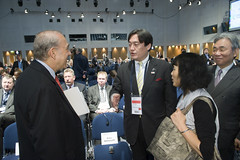 Angel Gurria talks with Osamu Yoshida and Yoshiyuki Kasai on Day 2 of the Annual Summit