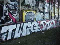 Twig y Dio 9-08 (LowPro510) Tags: graffiti grafitti graf knife twig dio destn destin twigs thiefs tge oaklandgraffiti oe26 norcalgraffiti caligraf oaklandgraf