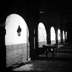 (Miri Berlin) Tags: light bw white black france wall architecture licht arch shadows wand eerie mysterious architektur sw toulouse weiss schatten schwarz mauer bogen gewlbe miriberlin