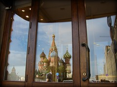 entrance (miradel) Tags: red reflection church square russia moscow entrance christian christianity orthodox kremlin orthodoxy    saintbasilscathedral    pokrovskycathedral thecathedraloftheprotectionofmostholytheotokosonthemoat