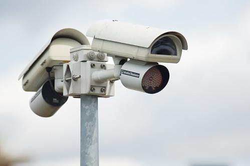 Caméra de vidéo-surveillance by zigazou76, on Flickr