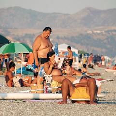 DIAGONALE (Osvaldo_Zoom) Tags: people men beach women pregnant bikini swimsuit bathingsuit swimwear beachwear