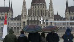 _POL5454 (potihu) Tags: redbull redbullairrace budapest duna danube parlament