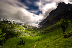 Rando vers lac d'Anterne (StephAnna :-)) Tags: france frankreich hautesavoie lacdanterne langzeitbelichtung sixtfercheval tal ttelne wanderung wolken alpes alps clouds green grn hike longexposure nuages randonne valley valle vert