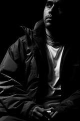 Autoretrato en la oscuridad (Alyaz7) Tags: nikond7200 lentenikonnikkorafs40mm128gdxmicro flashyongnuoyn560ii flashtriggersyongnuorf603nii tripiedolicagx600b200 tcnicastrobist autoretrato selfportrait rawquality oscuridad darkness blancoynegro blackandwhite monocromtico soledad loneliness luzintensa hardlight
