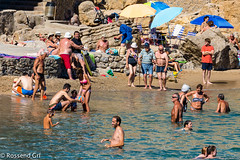 Banyant l'Avi (rossendgricasas) Tags: sea people beach family grandfather personas girona abuelo avi catalonia lescala costabrava