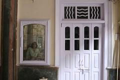 Beyond Mona Lisa (Mayank Austen Soofi) Tags: delhi walla mirror haveli mona lisa beyond da vinci