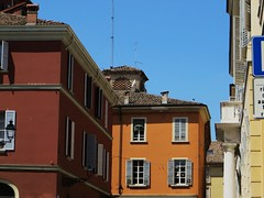 Borgo San Biagio, Parme, Emilie-Romagne, Italie. (byb64 (en voyage jusqu'au 09-10)) Tags: parme parma pr prma provincedeparme provinciadiparma emilieromagne emilia emiliaromagna emilie italie italy italia italien europe eu europa ue cit city citta ciudad town statd ville maisons case casas houses haus orange couleurs colori colores colors