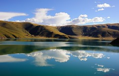 The salted bright blue waters of Lake Langtso, Tibet (reurinkjan) Tags: reflection scenery scene scape tar 2011 watermirror tibetautonomousregion  janreurink tibetanplateaubtogang tibet landscapesceneryrichuyulljongsrichuynjong  tsanglatowesterntibet ngamringcounty landscapepictureyulljongsrimoynjongrimo landscapeyulljongsynjong tibetofthreeprovincesbchlkhasum tibetbod byl gangpaw wholeoftibetbnjongyongla tibetthenorthernlandjangchakw tibetanlandscapepictureynjongrimonb langtso tibethimalayanlandscapes