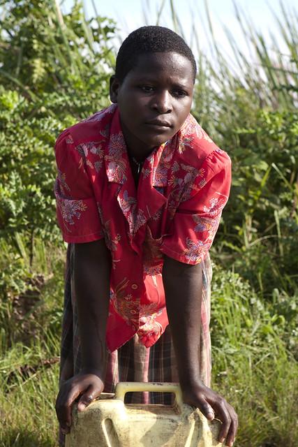 africa-uganda-water-resting