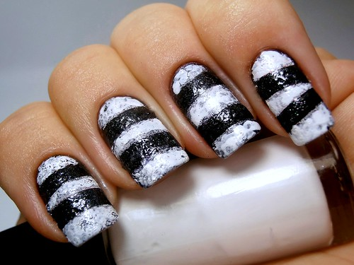 Black & White Sponge Striped Nails
