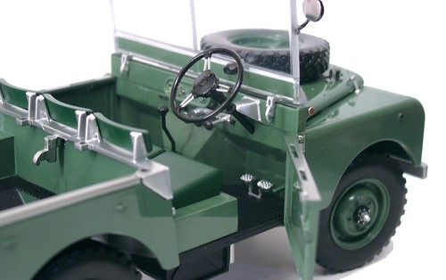 Minichamps Land Rover (6)
