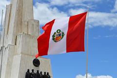 Bandera peruana - Obelisco - Quinua (dobleuv) Tags: obelisco banderaperuana quinua monumento bandera pampa