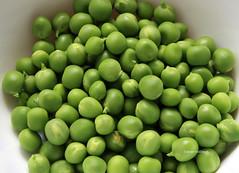 10-IMG_3373 (hemingwayfoto) Tags: ackerbau biologisch erbse frisch geffnet gemse grn hlsenfrucht landwirtschaft lebensmittel markt nahrung nahrungsmittel natur pflanzen pflanzlich produkt roh ss vegetarisch