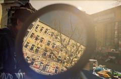13 Feinkost (M. SCHULZ) Tags: pentacon praktica l2 kodak gold 200 film 35mm analog iso canon 9000f germany deutschland sachsen saxony leipzig urban sdvorstadt feinkost karlliebknechtstrase sdplatz karli flohmarkt spiegel mirror reflektion reflection fischer art la boum baum tree