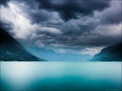 la tempte arrive sur Interlaken (Paucal) Tags: hassy suisse switzerland interlaken lac see tempte sturm storm nuages clouds himmel sky nebeln blue hasselblad cfv39 lee filters nd longexposure fantastique 40cfefle 40mm schweiz
