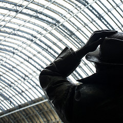 Waiting (kamillel) Tags: stpancras station london statue betjeman gare