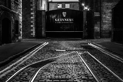 Black & White Guiness (MKLKT) Tags: black white blanc et noir irlande dublin irland canon eos 550d 1635mm night photography street photographie 2016 aot august lignes chemin de fer rue nuit lyre guiness storehouse flickrcentral discussions road irish railway long wow