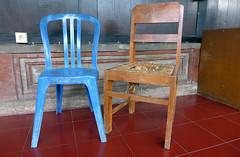 Quite Best Friends (TablinumCarlson) Tags: stuhl chair indonesien indonesia asia asien bali denpasar blue brown blau braun alt neu gegenstze contrasts dlux 6 leica